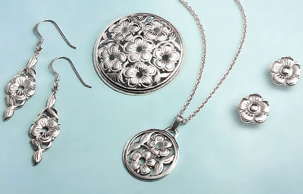 Royal Armouries Museum - Silver necklace, brooch, earrings